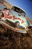 Vieux véhicule abandonné dans le domaine Saskatchewan Canada Photos stock