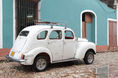 Vieux véhicule blanc Image libre de droits