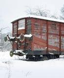 Vieille voiture ferroviaire à l'horaire d'hiver Images stock