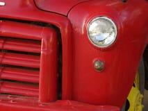 Vieux véhicule rouge Images stock