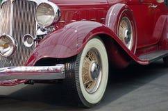 Vieux véhicule rouge image stock