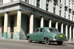 Vieux véhicule vert Images stock