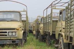 Vieux véhicules A été parti à la pelouse Photo libre de droits