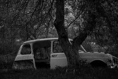 Vieux véhicules dans le Junkyard Photos libres de droits