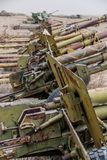 Vieux véhicules militaires, réservoirs et armes à feu en Afghanistan photos stock