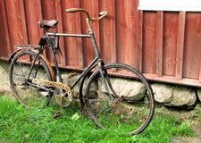 Vieux vélo rouillé Photographie stock libre de droits