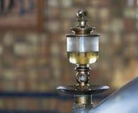 Vieux verre de vue d'huile dans l'industrie Photos stock