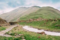 Vieux videz le village abandoné abandonné avec les Chambres délabrées Photographie stock libre de droits