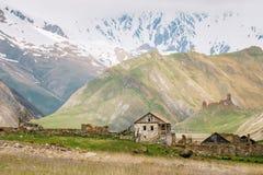 Vieux videz le village abandoné abandonné avec les Chambres délabrées dedans Photographie stock libre de droits