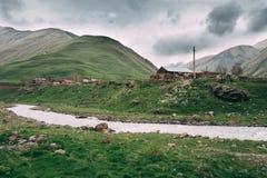 Vieux videz le village abandoné abandonné avec les Chambres délabrées dedans Images stock