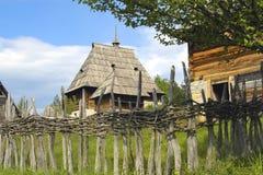 Vieux village clôturé image stock