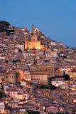 vieux village crépusculaire italien de vue photos libres de droits