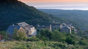 Vieux village en montagne de verde de côte Image libre de droits