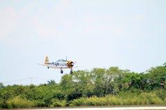 Vieux vol d'avion de combat Photo stock
