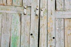 Vieux volets en bois avec une texture minable photos stock