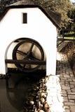 Vieux watermill à une ferme de vin Photographie stock libre de droits