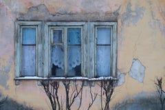 Vieux Windows de la vieille maison Photographie stock