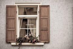Vieux Windows et obturateurs Images stock