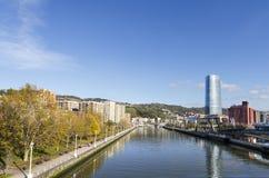 Vievs del riber di Nervion a Bilbao. Immagini Stock