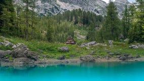 Viewdella capanna della montagna in valle dei laghi Triglav Fotografia Stock Libera da Diritti