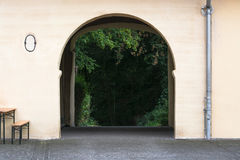 View through an archway Royalty Free Stock Photography