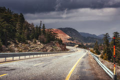 View of a asphalt road that video to the mountains Royalty Free Stock Images