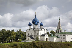 View of the Cathedral of the Nativity of the Virgin,  bell tower and St. Nicholas church in the Suzdal Kremlin. Suzdal, Golden Rin Stock Photos