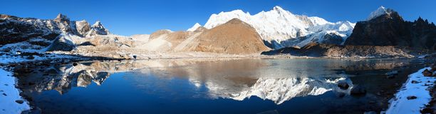 View of Cho Oyu mirroring in lake Royalty Free Stock Images