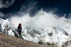 View of Cho Oyu with trekker Royalty Free Stock Photography