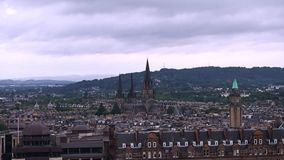 View of the city of Edinburgh. August 2017: panorama of the city where stands the cathedral of ST Giles. August 2017 in Edimburghn stock video