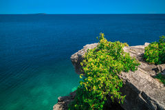 View of cliff hanging above gorgeous Huron lake at bruse Peninsula, Ontario Royalty Free Stock Photos