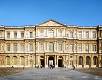 The view of the eastern facade of the Louvre from courtyard. Par Stock Photos