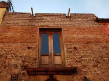 View of the exterior facade of an old house in San Miguel de Allende. Architecture and ancient construction, city with tradition and history of Mexico, travel Royalty Free Stock Photography
