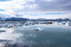 View of the famous glacier lagoon Jokulsarlon, below Vatnajokull Stock Images