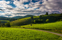 View of fields and rolling hills from the Blue Ridge Parkway at Stock Photography
