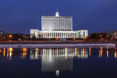The view of the Government house of the Russian Federation and its reflection in the Moscow river, Moscow Royalty Free Stock Images