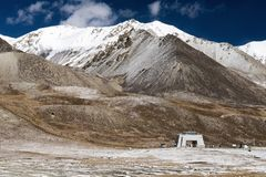 View of the Khunjerab Pass point at the Pakistan-China border. Khunjerab Pass elevation 5,000 metres or 16,000 feet is a high mountain pass in the Karakoram Stock Images