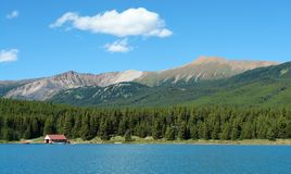 View of maligne lake. Mountains and boat house, jasper national park, alberta Stock Photography