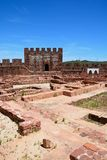 Medieval castle and ruins, Silves, Portugal. View of the Medieval ruins inside the castle showing the vaulted Moorish windows of the palace of balconies with Stock Photo