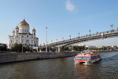 View of Moscow city center and its famous landmarks. Christ the Redeemer cathedral, Patriarshy bridge. Cruise ships sail on the Moscow river. Sunny day Royalty Free Stock Photos