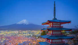 View of Mountain Fuji and red pagoda in early morning Royalty Free Stock Photos