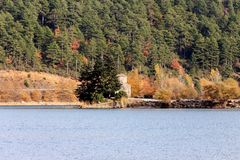 View of the mountain lake in autumn Royalty Free Stock Photography
