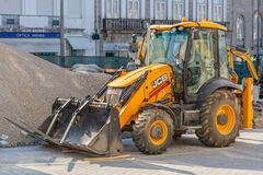 Free View Of A Loader Tractor Standing Next To A Pile Of Earth At The Construction Site Royalty Free Stock Photography - 193289167
