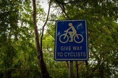 Free View Of Give Way Sign To Cyclists Board. Alerting Road Users To Give Way Or Yield For Cyclists Royalty Free Stock Photos - 204102888
