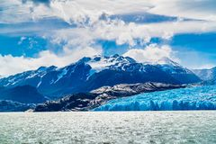 Free View Of Grey Glacier And Grey Lake With The Snowy Mountain In Sunny Day Royalty Free Stock Photo - 152559425