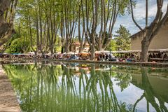 Free View Of Étang De Cucuron.Tourists Resting And Enjoying In The Local Restaurants And Shops In Cucuron Stock Image - 186657961