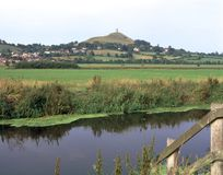 Scenic Somerset, Glastonbury Tor. View over a drainage rhyne near Glastonbury towards historic Glastonbury Tor, Somerset, UK Stock Image