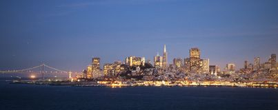 San Francisco skyline by night Royalty Free Stock Photos