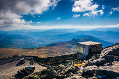 View of the parking lot and a building at Mount Washington, New Royalty Free Stock Images