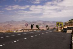 View on paved road on top of mountain range between Antigua and Betancuria stock photography